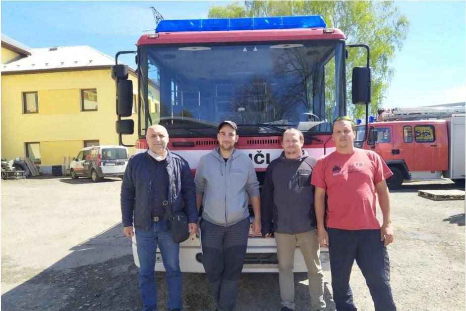 Odovzdanie vozidla hasičom z obce Stará Červená Voda